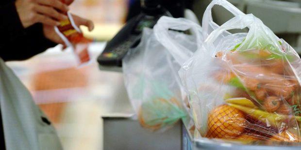 Полиэтиленовые пакеты в супермаркете