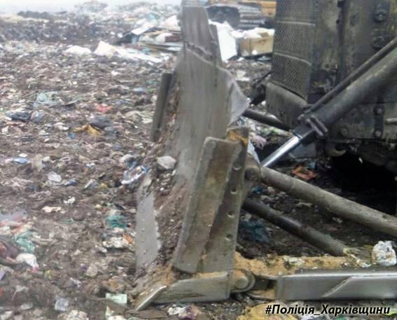 Под Харьковом женщину задавил трактор, работающий насвалке