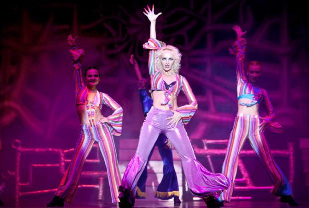 Танцоры во время выступления
