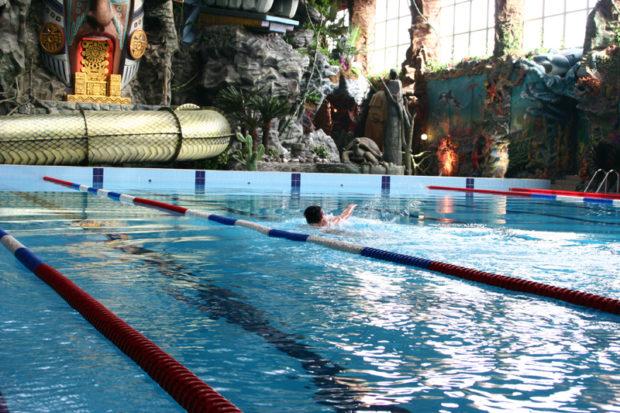 """Спортивный бассейн в аквапарке """"Джунгли"""""""