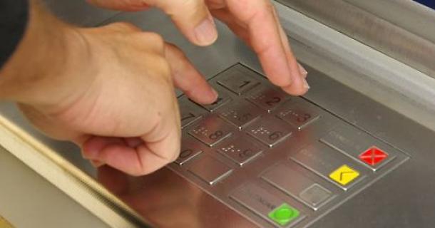 ВХарькове сотрудница банка украла 200 тыс. грн скарты умершей бабушки