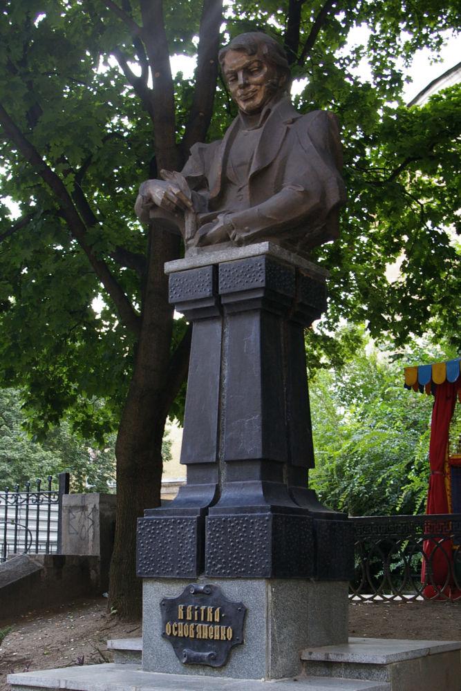 Памятник Григорию Квитке-Основьяненко