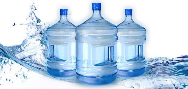 Бутилированная вода: почему это выгодно и есть ли минусы?