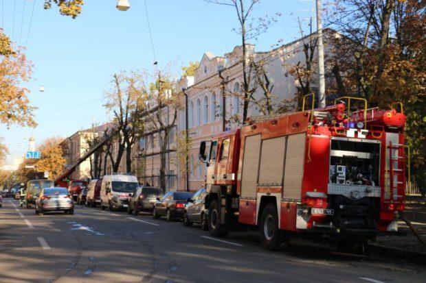 В Харькове горел Центр репродуктивной медицины: спасатели эвакуировали 15 человек