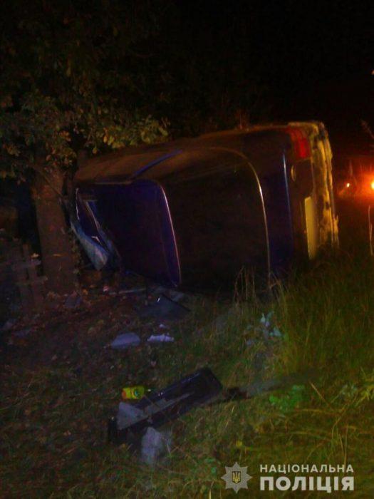 Под Харьковом Ford въехал в забор, затем в дерево: водитель погиб