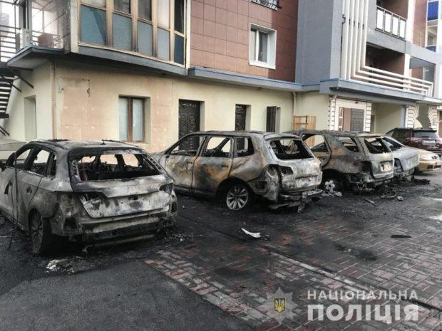 В центре Харькова сгорело пять автомобилей