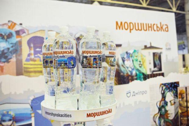 Харьковские муралы украсили бутылку украинского бренда воды