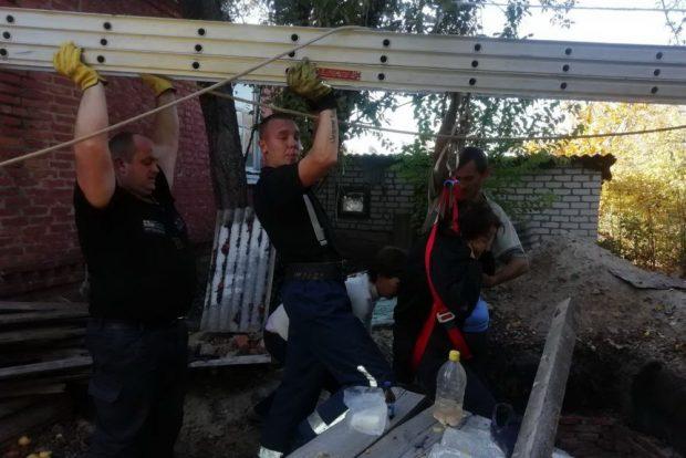 В Харьковской области пенсионерка упала в трехметровую яму и сломала ногу