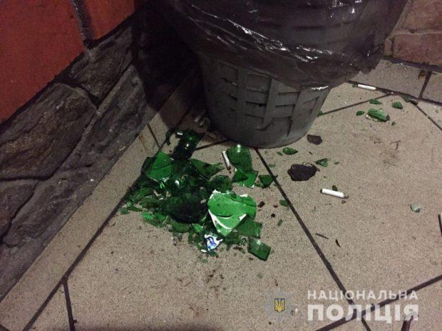 Под Харьковом пьяный мужчина разбил бутылку и ранил двоих посетителей кафе