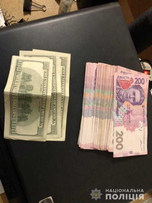 На Салтовке грузин украл из автомобиля 300 долларов и 9000 гривен