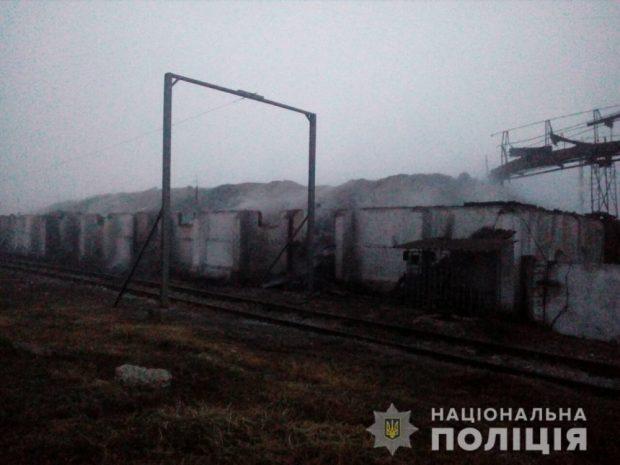 По факту пожара на зерноскладах под Харьковом открыто уголовное производство