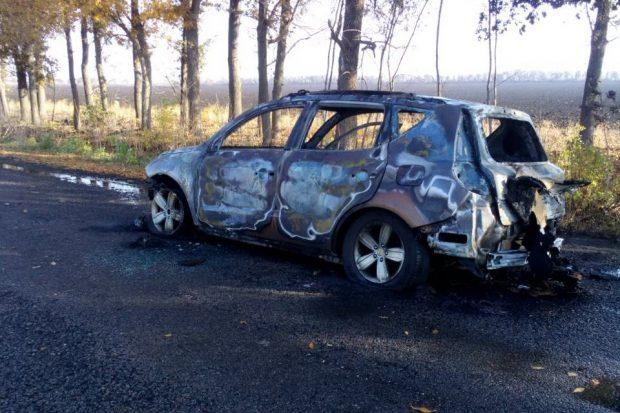 В Харьковской области на ходу загорелся Geely Emgrand: автомобиль сгорел до тла