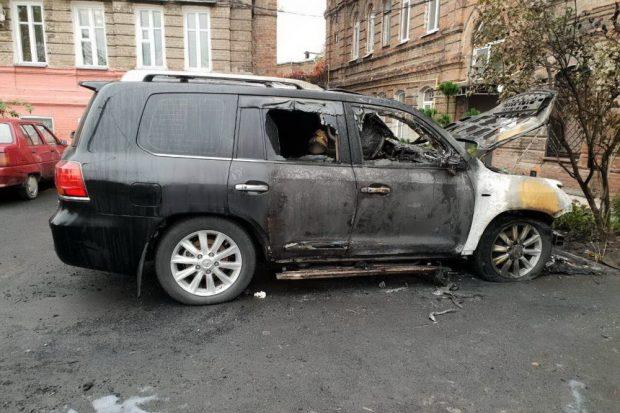 Ночью в Харькове подожгли Lexus