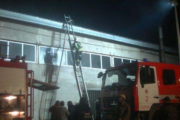 Масштабный пожар на предприятии под Харьковом: есть погибшие
