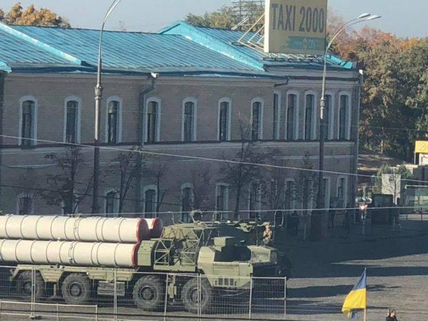 Подготовка ко Дню защитника Украины: в центре Харькова военная техника
