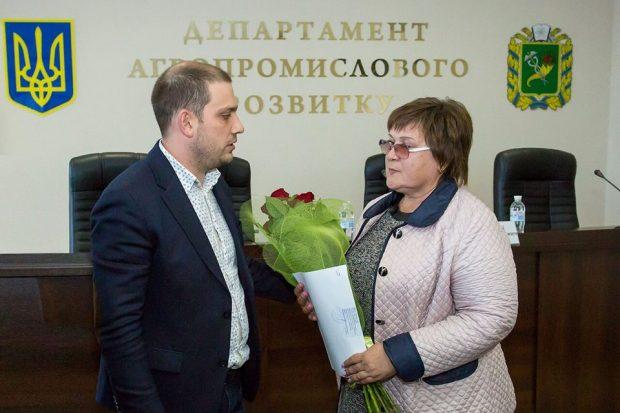 Мама лётчика-героя Дмитрия Шкарбуна получила землю под Чугуевом