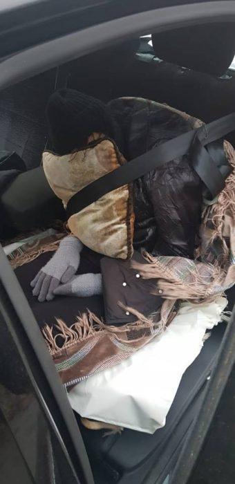 На Харьковщине задержали россиянина, который перевозил в машине труп своей жены, выдавая ее за пассажира