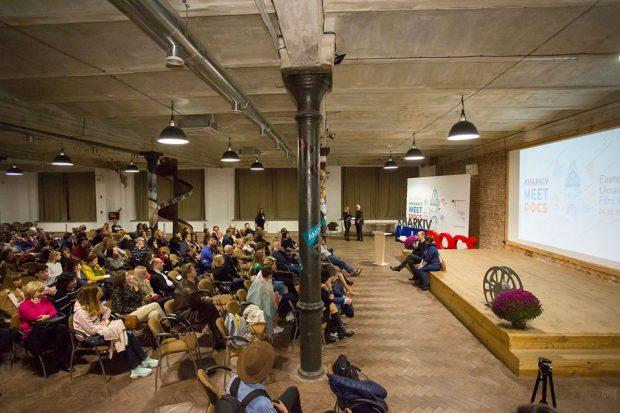 Вручили камеру и раздали стаканы: крупнейший кинофестиваль Восточной Украины Kharkiv MeetDocs подвел итоги