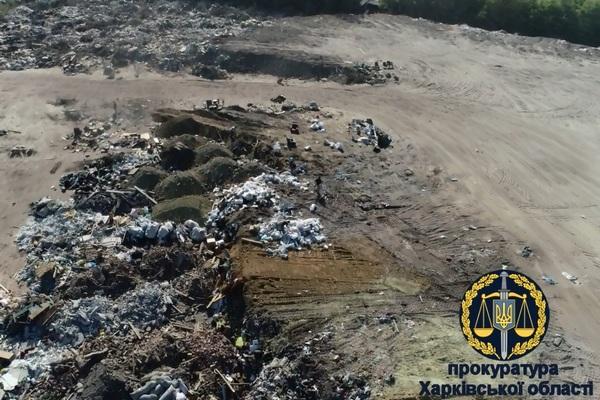 В Харькове на коммунальной земле обнаружили подпольную свалку