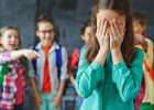 """В Харькове девочку публично унизили из-за отказа мамы сдать деньги на """"сладкий"""" стол"""