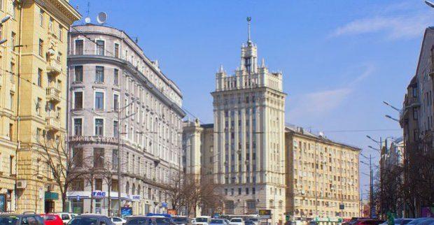 Власти Харькова обещают помочь жильцам Дома со шпилем