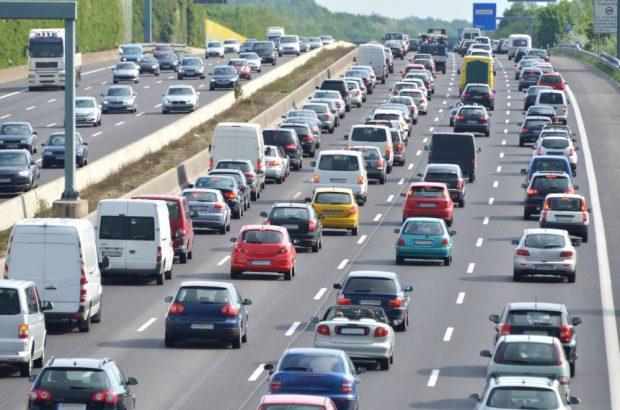 номерные знаки, автобан, шоссе, много машин