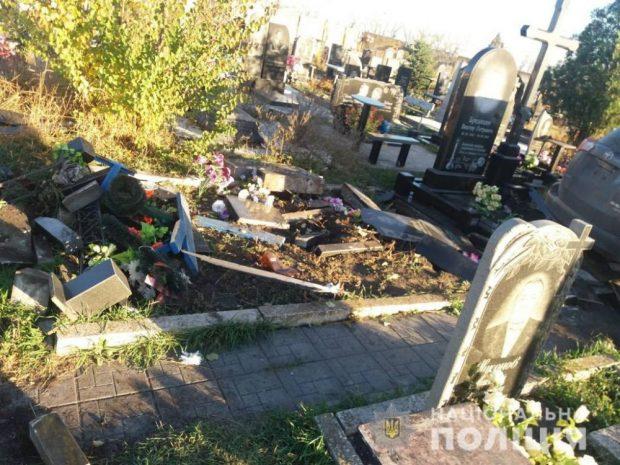 Батюшка проехался по могилам: в полиции открыли уголовное дело