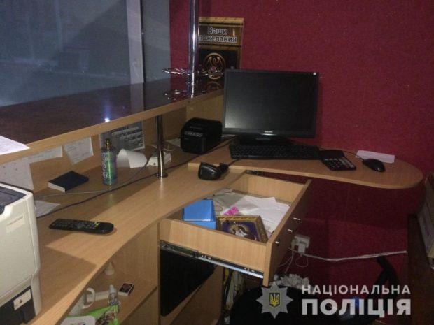 Под Харьковом ученик ПТУ и школьник ограбили продуктовый магазин