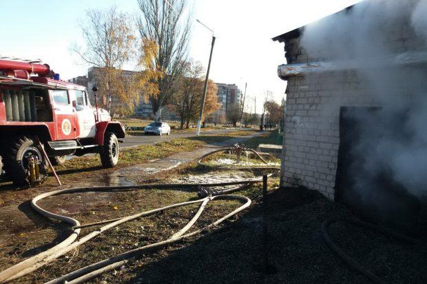 В Харьковской области загорелся частный склад