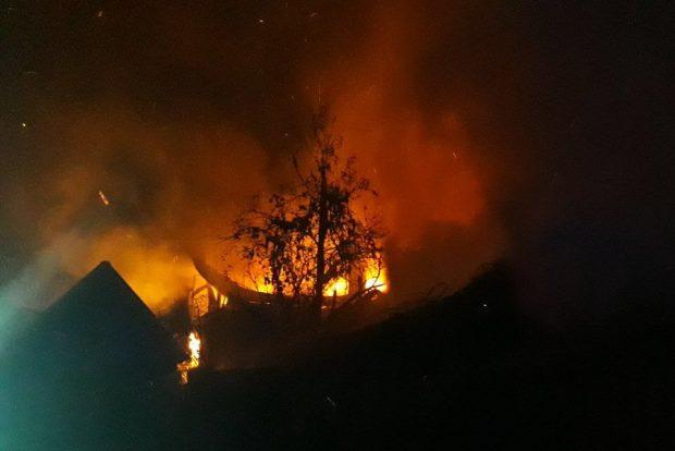 Масштабный пожар под Харьковом: из огня спасли троих человек