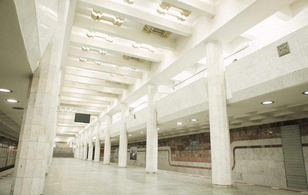 В харьковском метро пассажиров высадили из поезда, а состав отправили в депо