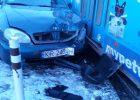 """В Харькове Lanos на """"евробляхах"""" врезался в трамвай: пострадал пассажир автомобиля"""