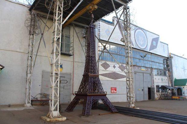 Харьковские заключенные создали копию Эйфелевой башни
