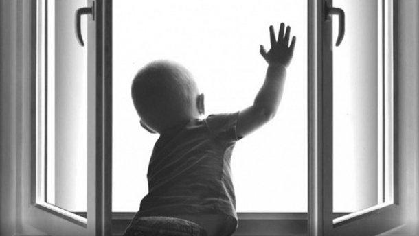 В Харькове будут судить отца из-за халатности которого 4-летний сын выпал из окна