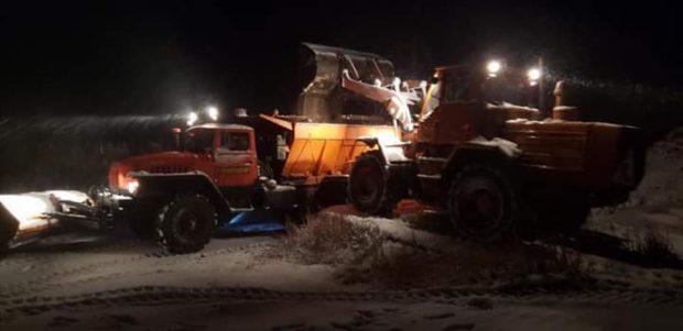 В Харьковской области выпал первый снег: на дорогах работает спецтехника