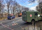 Санитарный автомобиль военных попал в аварию в Харькове