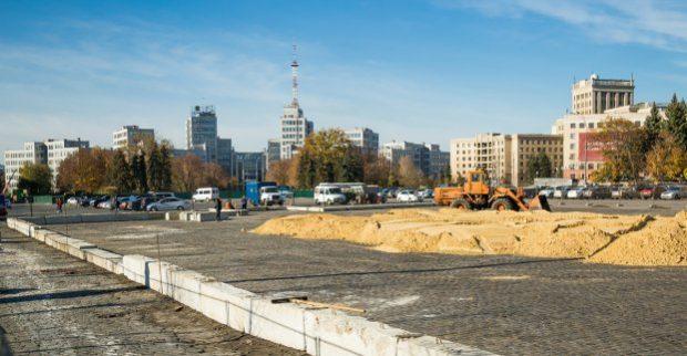 На площади Свободы установят новый большой каток и новую елку