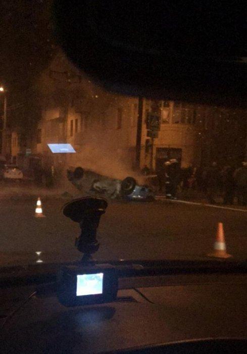 На Московском проспекте перевернулся и загорелся автомобиль