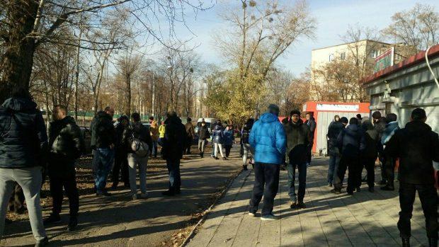 "На Салтовке активисты ""хоронят"" наркоаптеку"