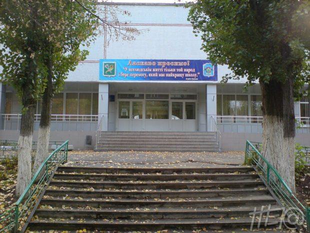 В Харькове ученик принес в школу пистолет и открыл стрельбу