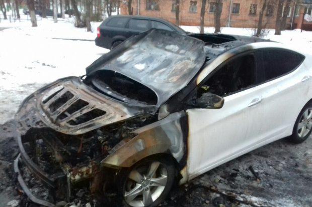 Ночью в Харькове пожарные потушили два горящих авт