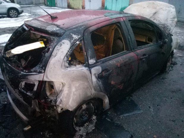 В Харькове в гаражном кооперативе сгорел Citroen
