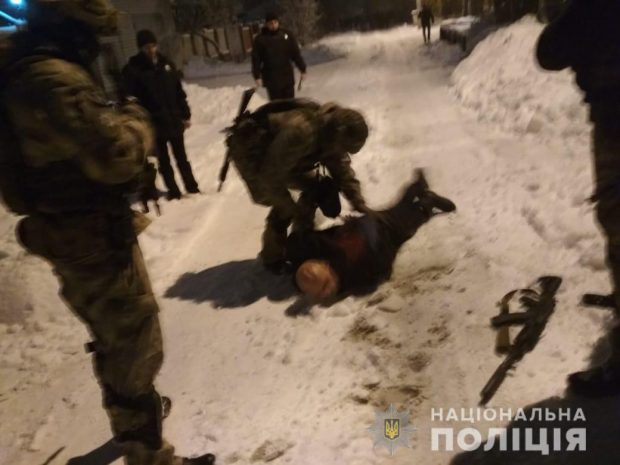 В Харькове пьяный мужчина вышел на улицу и открыл стрельбу из автомата
