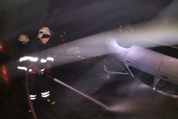 Под Харьковом перевернулся ВАЗ: существовала опасность возгорания разлитого топлива