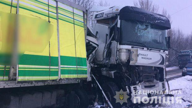 На Харьковщине в результате столкновения двух грузовиков погиб мужчина