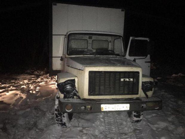 В Харьковский области пограничники задержали грузовик с полутонной сыра