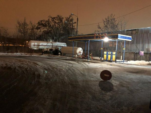 В Харьковской области мужчина и женщины открыли несколько импровизированных АЗС