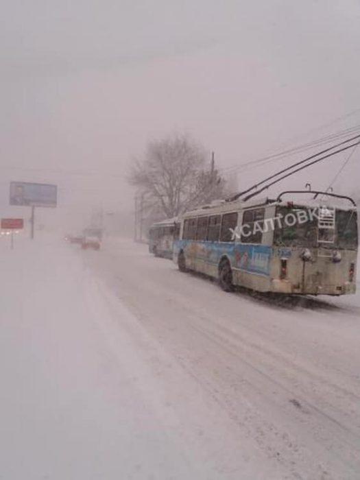 В Харькове из-за снегопада остановились трамваи и троллейбусы