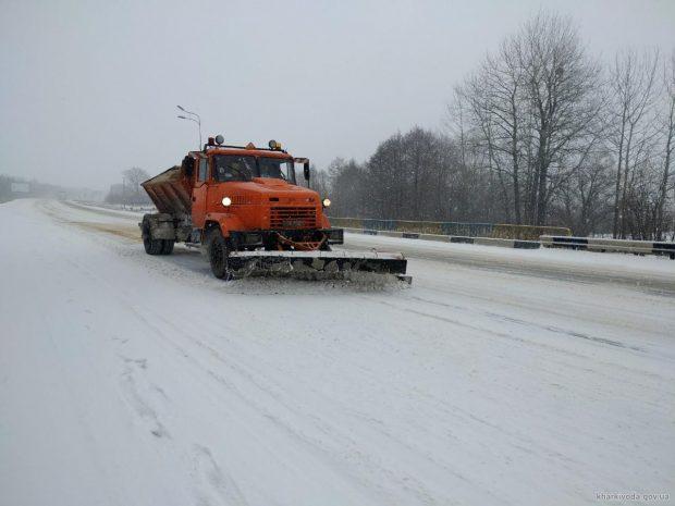 Дороги области от снега убирали более 150 единиц спецтехники