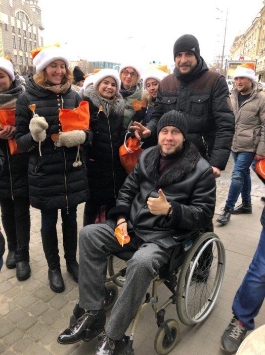 Флешмоб «Передай добро дальше» прошел в День Святого Николая в Харькове